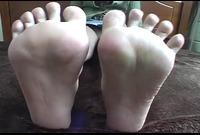 【足裏フェチ】★マニアが見ればわかるこの匂いそうな足裏★★ 3