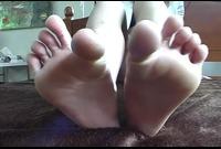 【足裏フェチ】★マニアが見ればわかるこの匂いそうな足裏★★ 1
