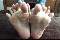 【足裏フェチ】★マニアが見ればわかるこの匂いそうな足裏★★ 2