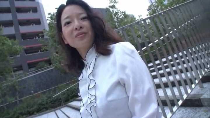美白★清純お姉さんの‥エロ〜い!!ハイレグに、生着替えを見ちゃう!!