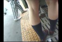 エロ男!電車内でお尻丸出しお姉さんのヌレヌレパンツ・・PART 2